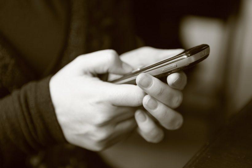 Κι όταν στέλνεις μήνυμα μπορεί να ενοχλείς