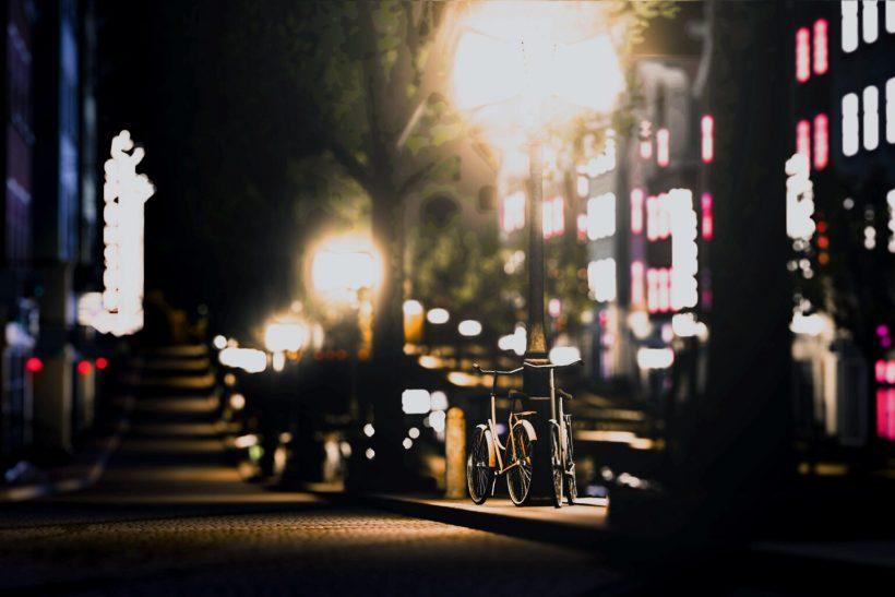 Μια αγάπη με περιμένει στο δρόμο