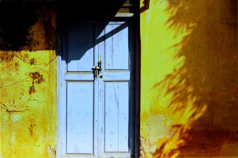 Οι κλειστές πόρτες είναι για να τις ρίχνουμε
