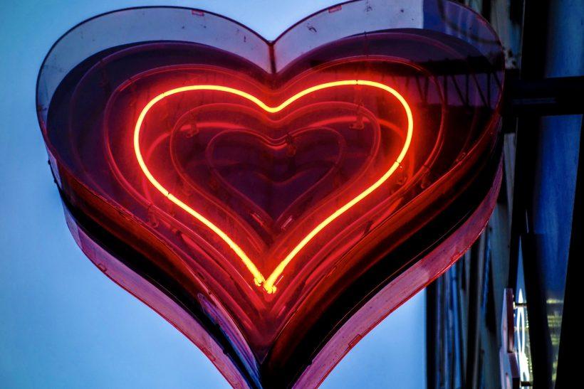 To ταίρι σου μπορεί να εκφράζει τον έρωτά του και χωρίς ρομαντισμό