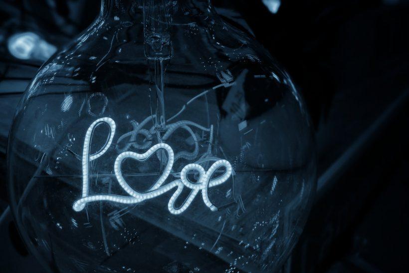 Αγάπη δε σημαίνει «δεν μπορώ να ζήσω μακριά σου»