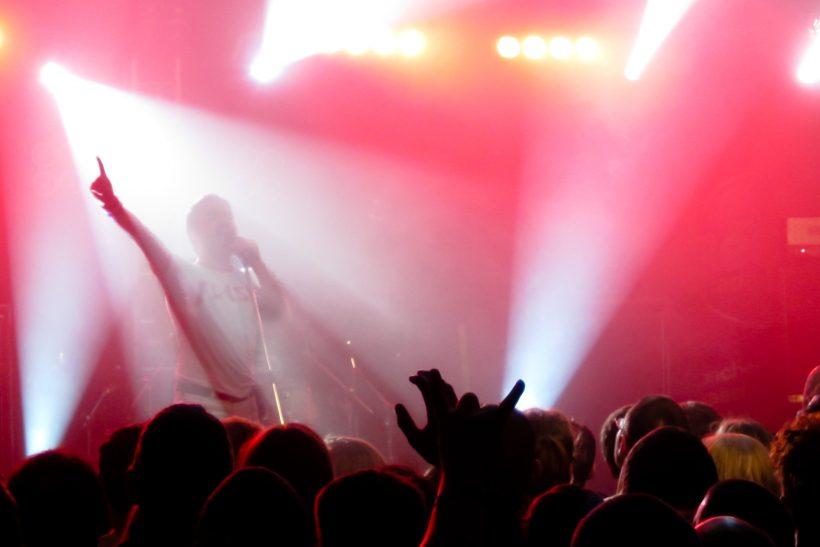We will rock you· η ιστορία πίσω απ' το θρυλικό τραγούδι των Queen