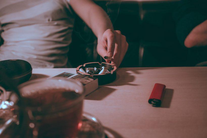 Κόβοντας τσιγάρο, ζάχαρη στον καφέ και φαγητό