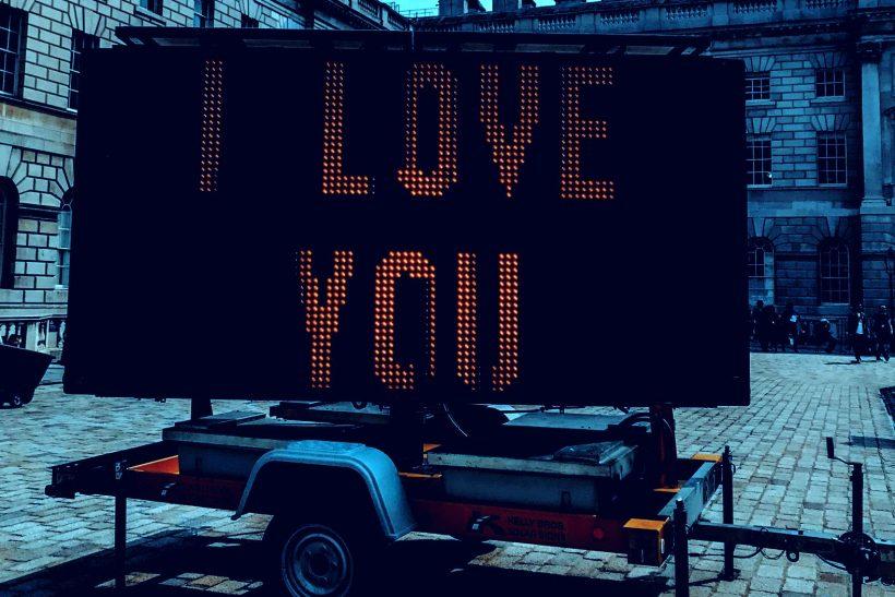 Τα «σ' αγαπώ» των φίλων που έγιναν ταμπού