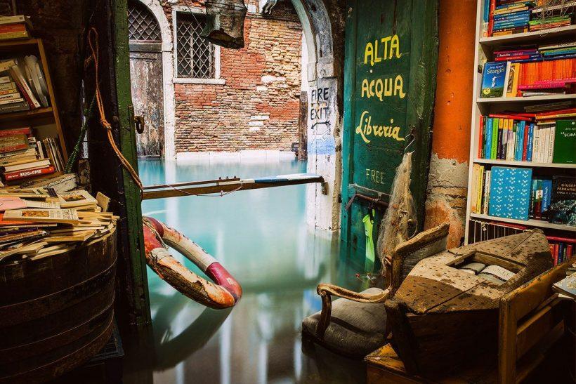 Libreria acqua alta· το μοναδικό υποβρύχιο βιβλιοπωλείο του κόσμου