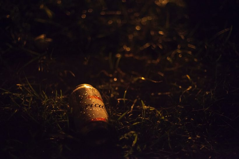 Μια μπίρα στο χέρι και συζητήσεις μέχρι το πρωί