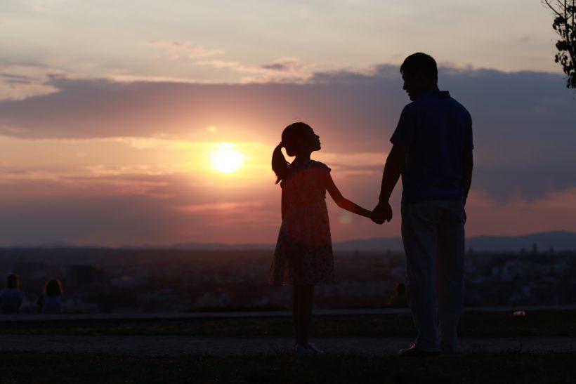 Όταν το παιδί νιώθει πως δεν είσαι καλά, δείχνει διπλά την αγάπη του