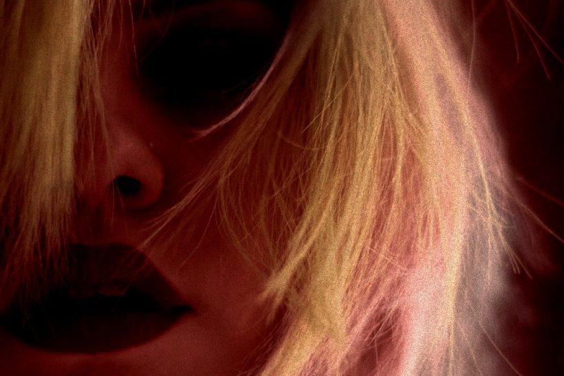 Να αγγίξουν τα χείλη εκεί που συχνά φοβούνται να τολμήσουν