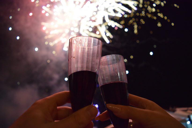 6 μυστικά για το τέλειο ραντεβού με πρωταγωνιστή το κρασί