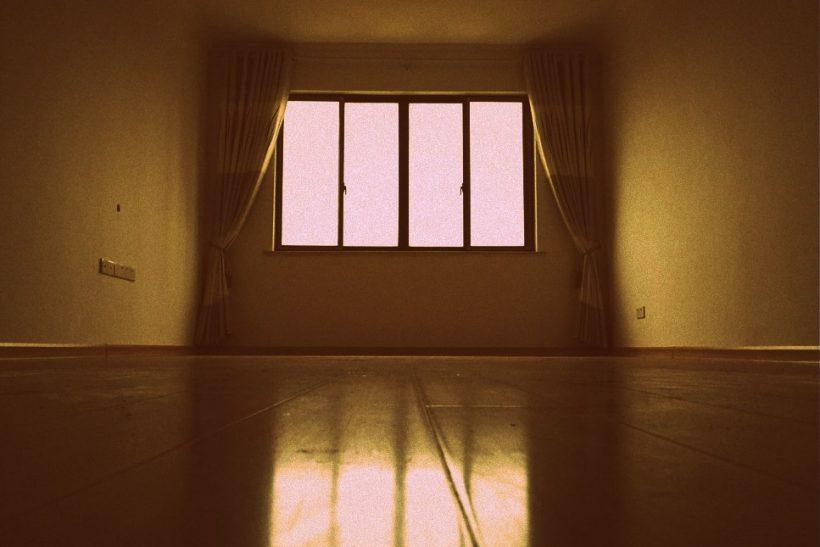 Βλέποντας το σπίτι σου άδειο καταλαβαίνεις πόσο δέθηκες μαζί του