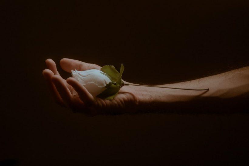 Μπορεί να μηδενίσει τις τάσεις εξουσίας η αγάπη;