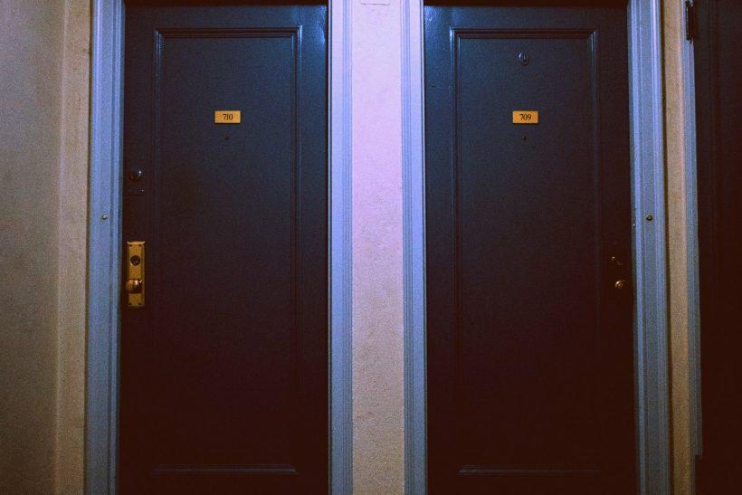 Χωρισμένοι και γείτονες· αυτά καλό είναι να μη γίνονται