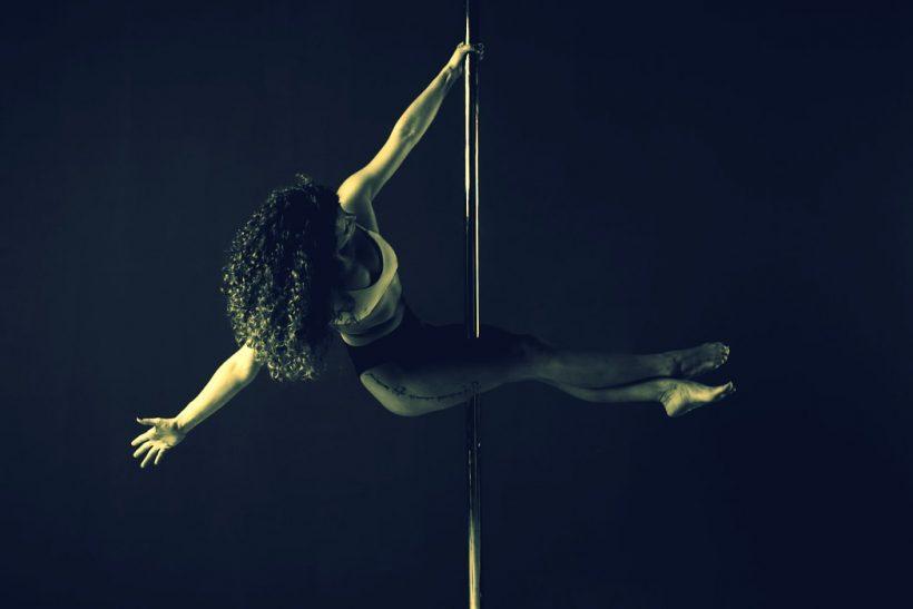 Ξεδιπλώνοντας την ιστορία του pole dancing