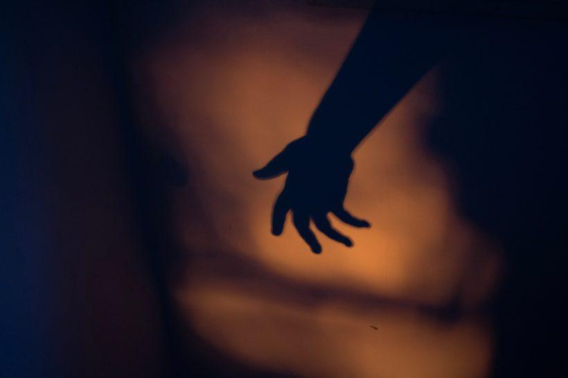 9 λόγοι που κρατάνε κάποιον σε μια σχέση κακoπoίησης