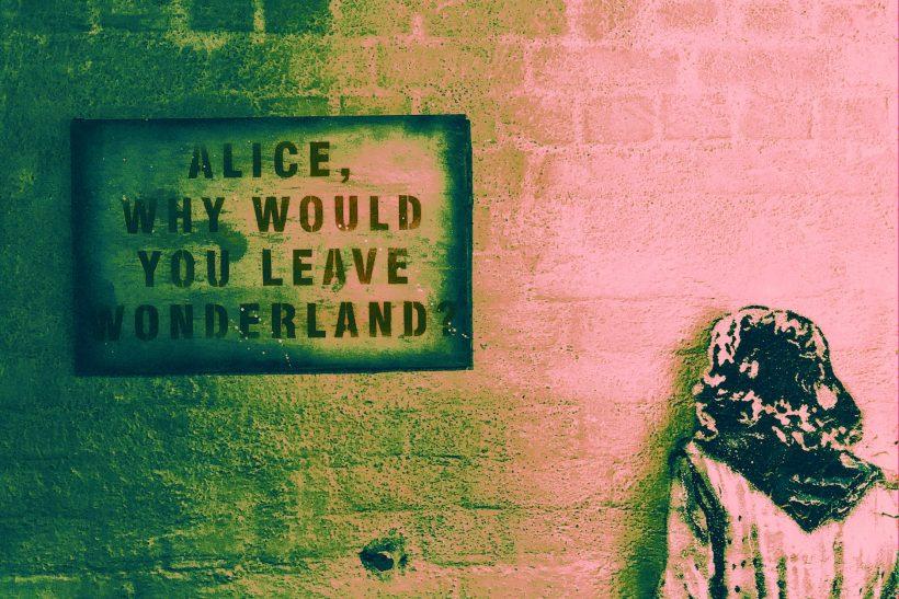 Η σκοτεινή πραγματικότητα της Αλίκης στη χώρα των θαυμάτων