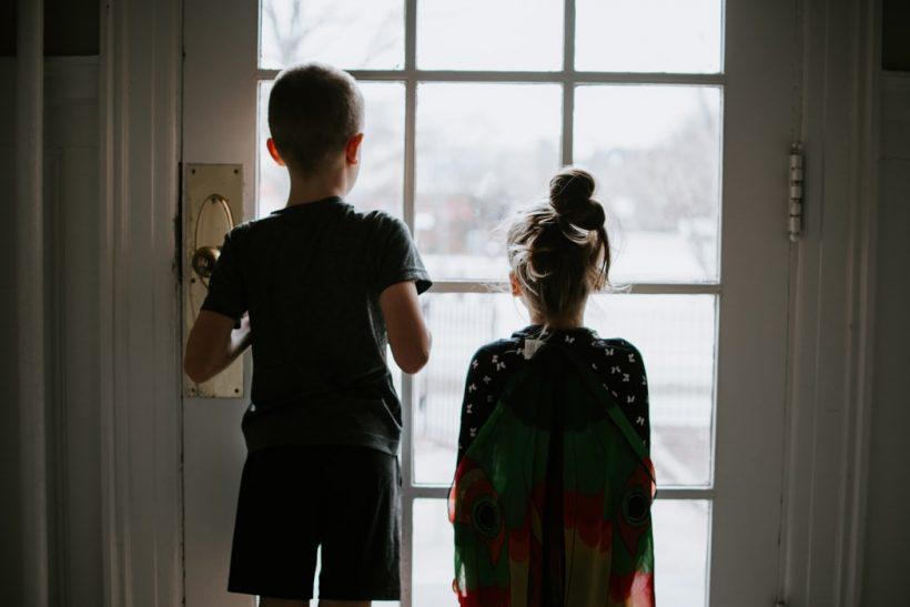 Όταν τα μεγαλύτερα αδέρφια κάνουν babysitting στα μικρότερα
