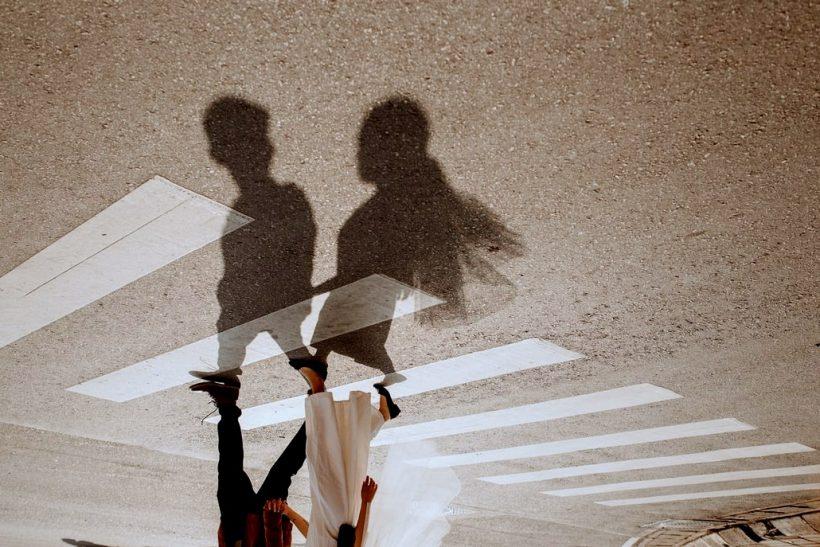 Αφήνοντας άλλους να ορίζουν τη δική σου σχέση