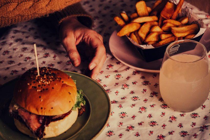 Τι συμβαίνει στο σώμα μας όταν τρώμε junk food