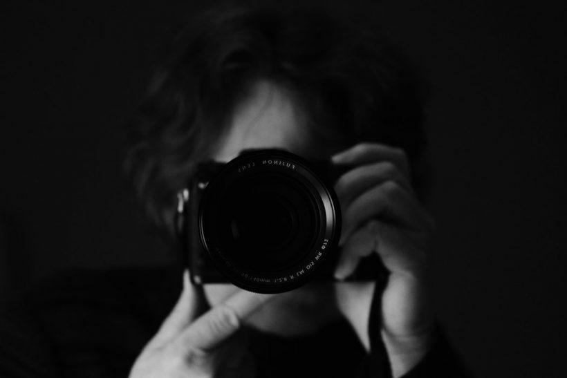 Ο φωτογράφος πριν απαθανατίσει μια εικόνα την ερωτεύεται