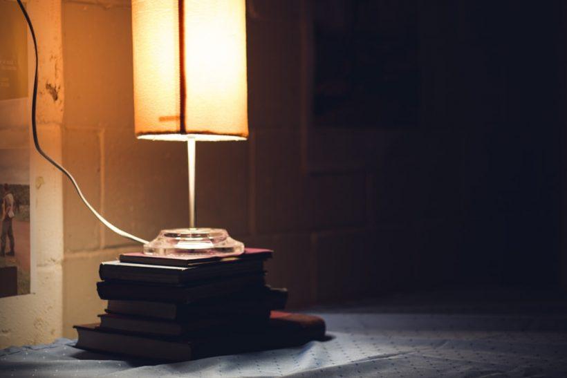 10 λόγοι για να ερωτευτείς έναν βιβλιοφάγο