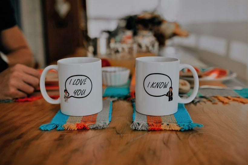 8 τρόποι να φτιάξεις τη διάθεση της σχέσης σου πριν φύγει για δουλειά
