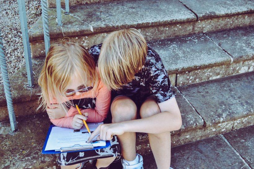 Μαθησιακές δυσκολίες που παραμελήθηκαν μ' ένα «παιδί είναι»