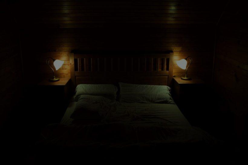Η στάση που κοιμάστε δε δείχνει τίποτα απολύτως για τη σχέση σας