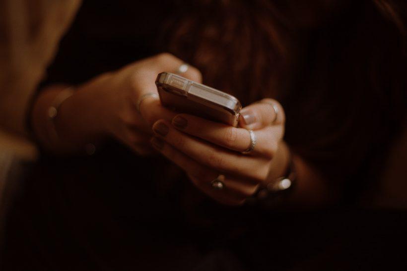 Εσύ πιστεύεις θα άντεχες τρεις μονάχα ώρες χωρίς το κινητό σου;