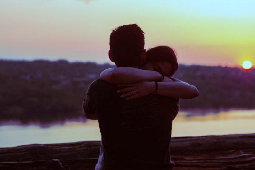 Βοηθώντας το αδερφάκι σου να σού ανοιχτεί για τη σεξουαλικότητά του