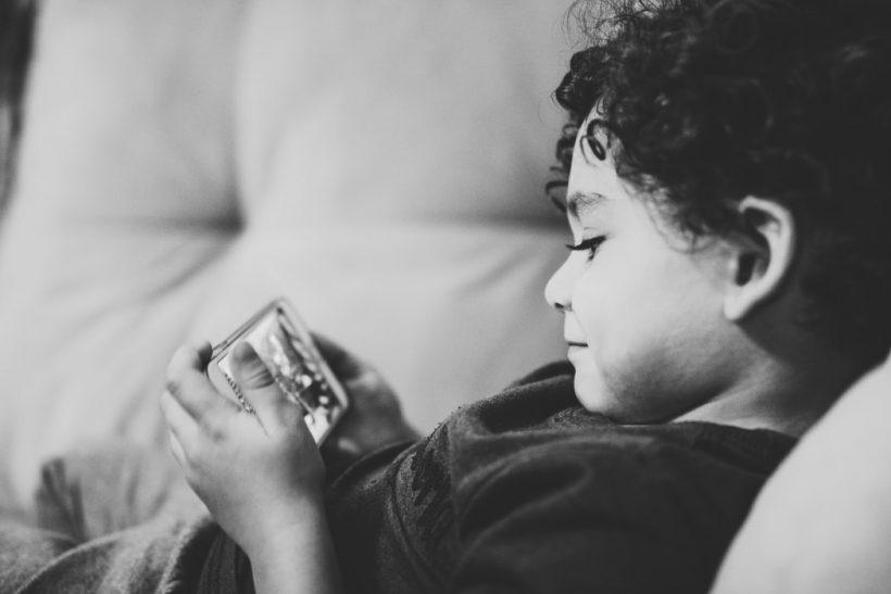 5 ματ κινήσεις γονέων για ορθή χρήση κινητών απ' τα παιδιά τους