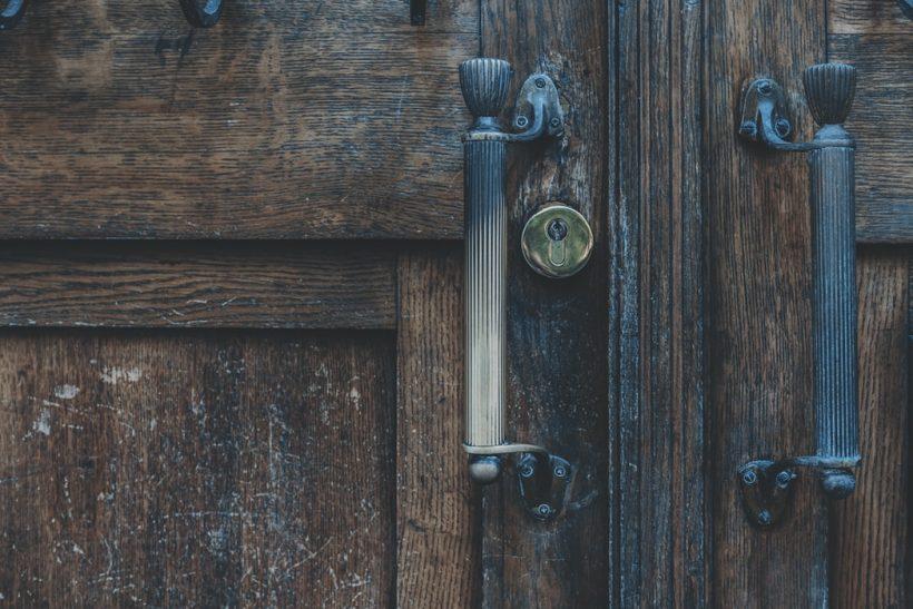 Γιατί γουστάρουμε τόσο την κλειδαρότρυπα;