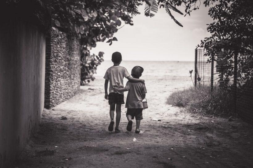 Τα στάδια που γεννιέται η φιλία στα παιδιά