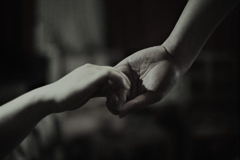 Εκείνες οι σιωπές ενώ είστε στον ίδιο χώρο σάς φέρνουν πιο κοντά