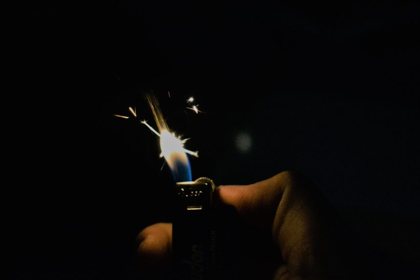 «Φιλαράκι έχεις φωτιά;» σου λέει και ψάχνει συντροφιά