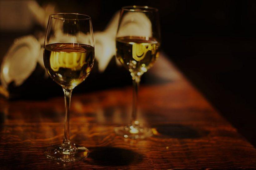 Συστημένο #186: Μια νύχτα με τζαζ και λευκό κρασί