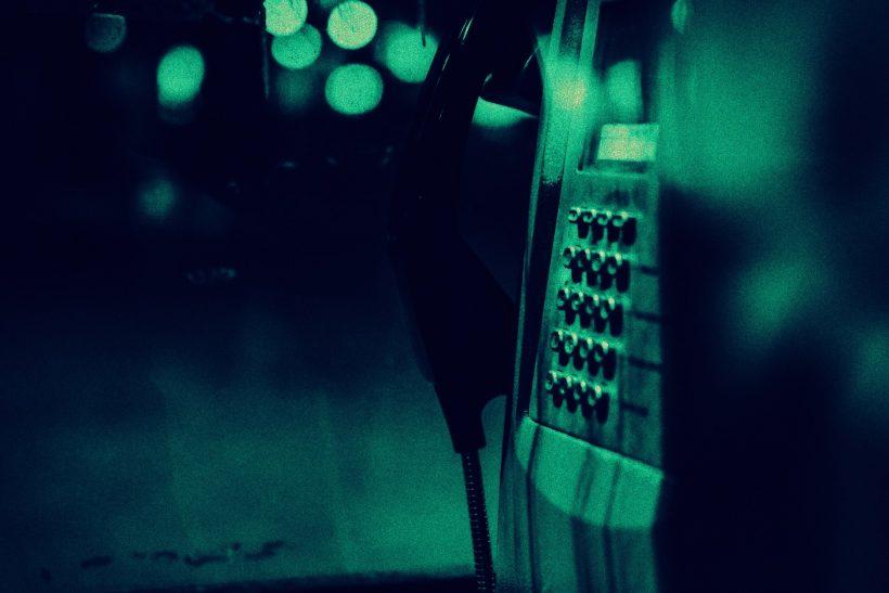 Λίγες στιγμές πριν σηκώσεις το τηλέφωνο για να πεις «σε θέλω»