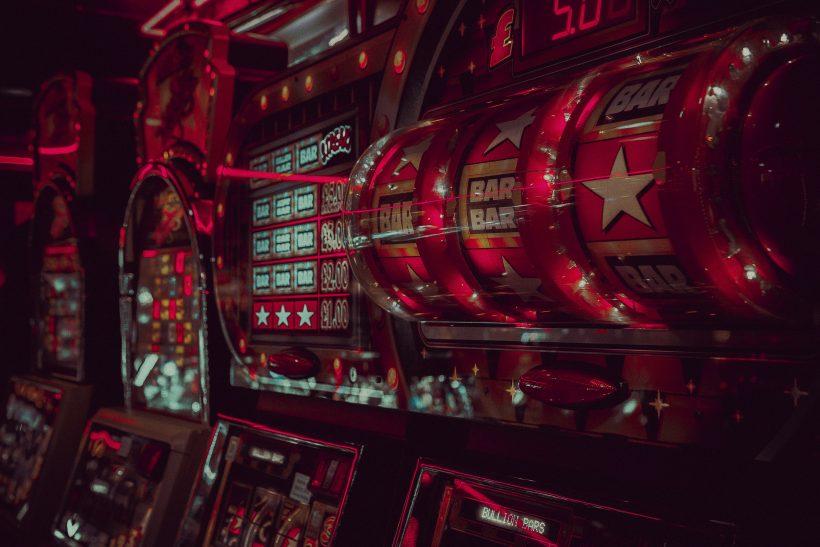 Πίσω από τα φώτα και τη λάμψη των καζίνο κρύβονται και σκιές