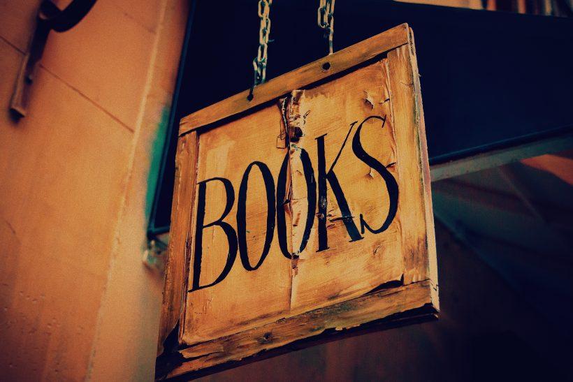 Παίρνοντας στα ταξίδια μας για ξεναγό τη λογοτεχνία