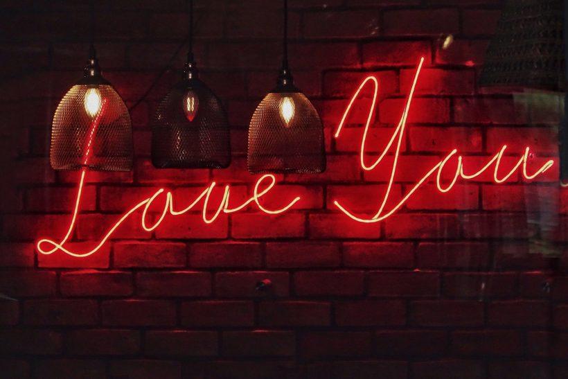 5 στιγμές που αν ακουστεί το «σ' αγαπώ» πρέπει να το φιλτράρεις