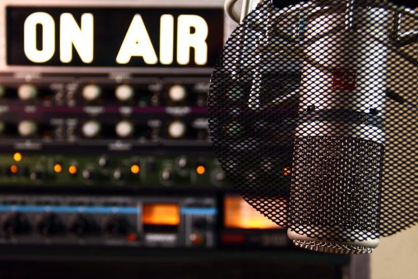 Θυμάστε τότε που φλερτάραμε με αφιερώσεις στο ραδιόφωνο;