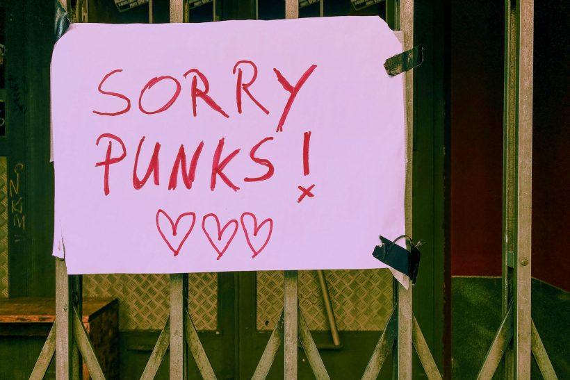 Η συγγνώμη συχνά ακούγεται (κι είναι) αστεία