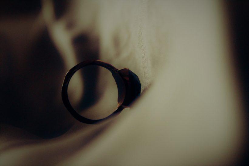 Το φιλικό ζεύγος παίρνει διαζύγιο κι εσύ βρίσκεσαι στη μέση