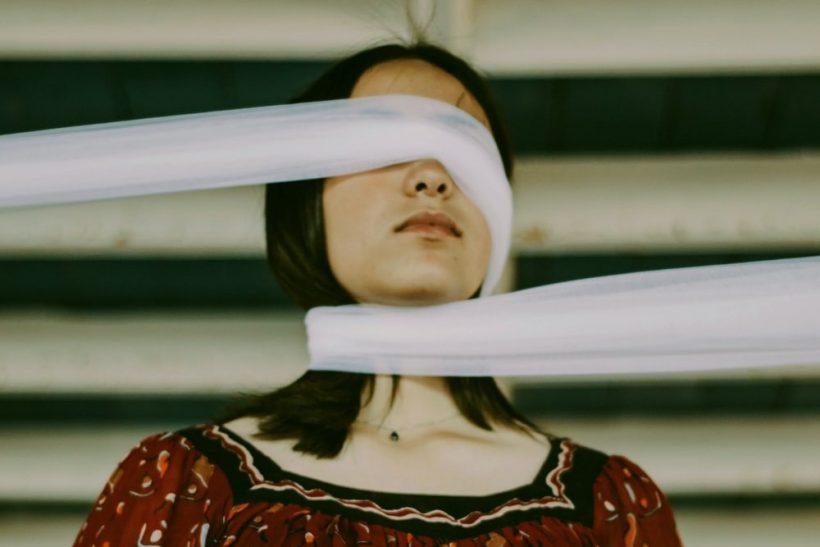 5 χαρακτηριστικά του ατόμου που εθελοτυφλεί