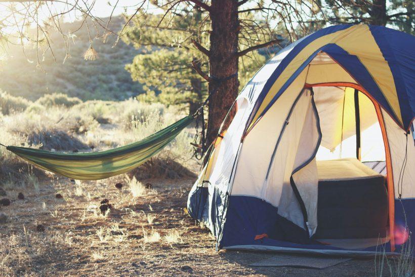Οδηγός επιβίωσης camping: 7 tips για να την παλέψεις