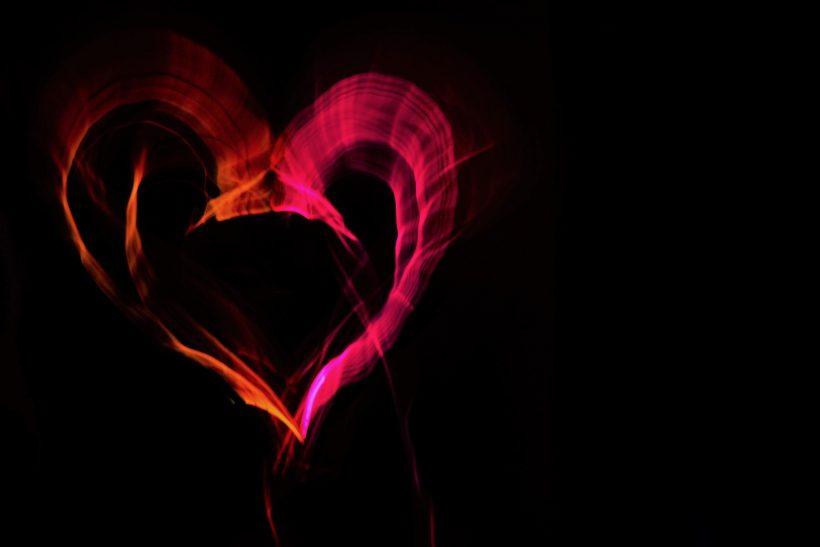 Όλα εκείνα που επιβεβαιώνουν πως την εμφάνισή του έκανε ο έρωτας