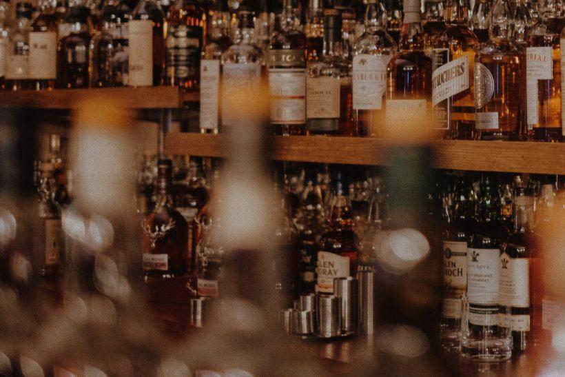 Όταν το «ένα ποτό μετά τη δουλειά» είναι για να αποφύγεις κάτι