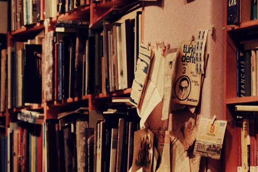 Το διάβασμα άλλες φορές μάς κάνει ανοιχτούς κι άλλες απόλυτους