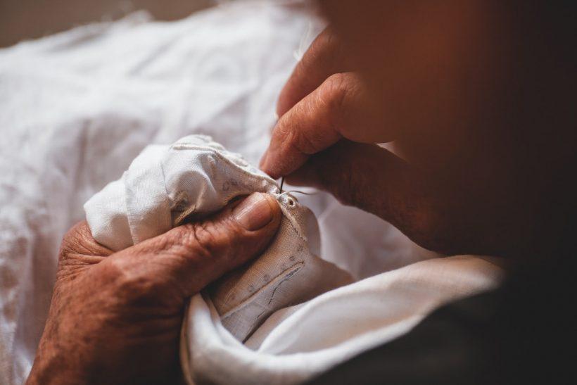 Είμαστε οι ιστορίες των γιαγιάδων μας