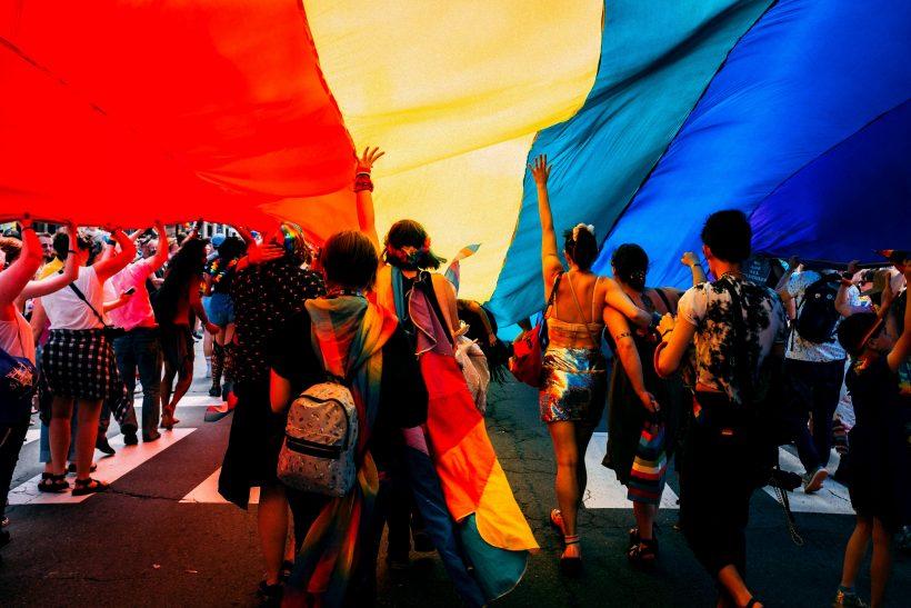 5+1 σειρές που κάτι έχουν να πουν για την LGBTQ+ κοινότητα